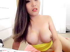 shemale big tits,shemale webcam,shemale solo
